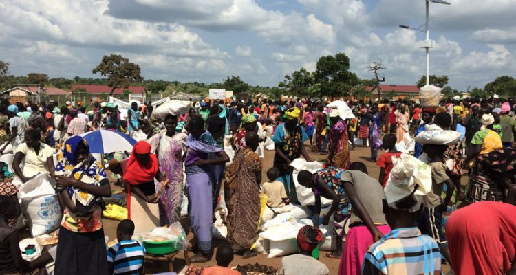 ayilo-refugees-gathering-wfp-rations-750x400